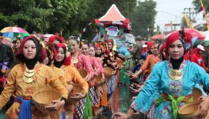 Hujan Tak Halangi Kemeriahan Karnaval Budaya