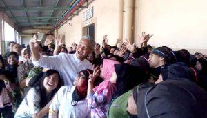 Kunjungi Pabrik Jamu, Ganjar Sempat Diminta Doakan Ibu Hamil