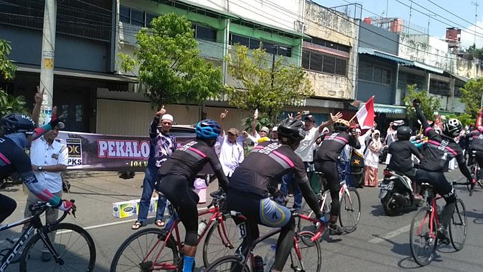 Puluhan Kader Pks Pekalongan Sambut Tim Gowes Tour De Jakarta