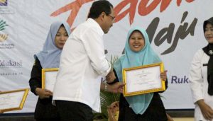 Irna Mendapat Sertifikasi Graduasi Mandiri dari Kemensos