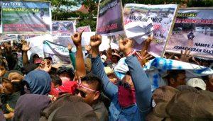 Ribuan Warga Gruduk Pemkab dan DPRD
