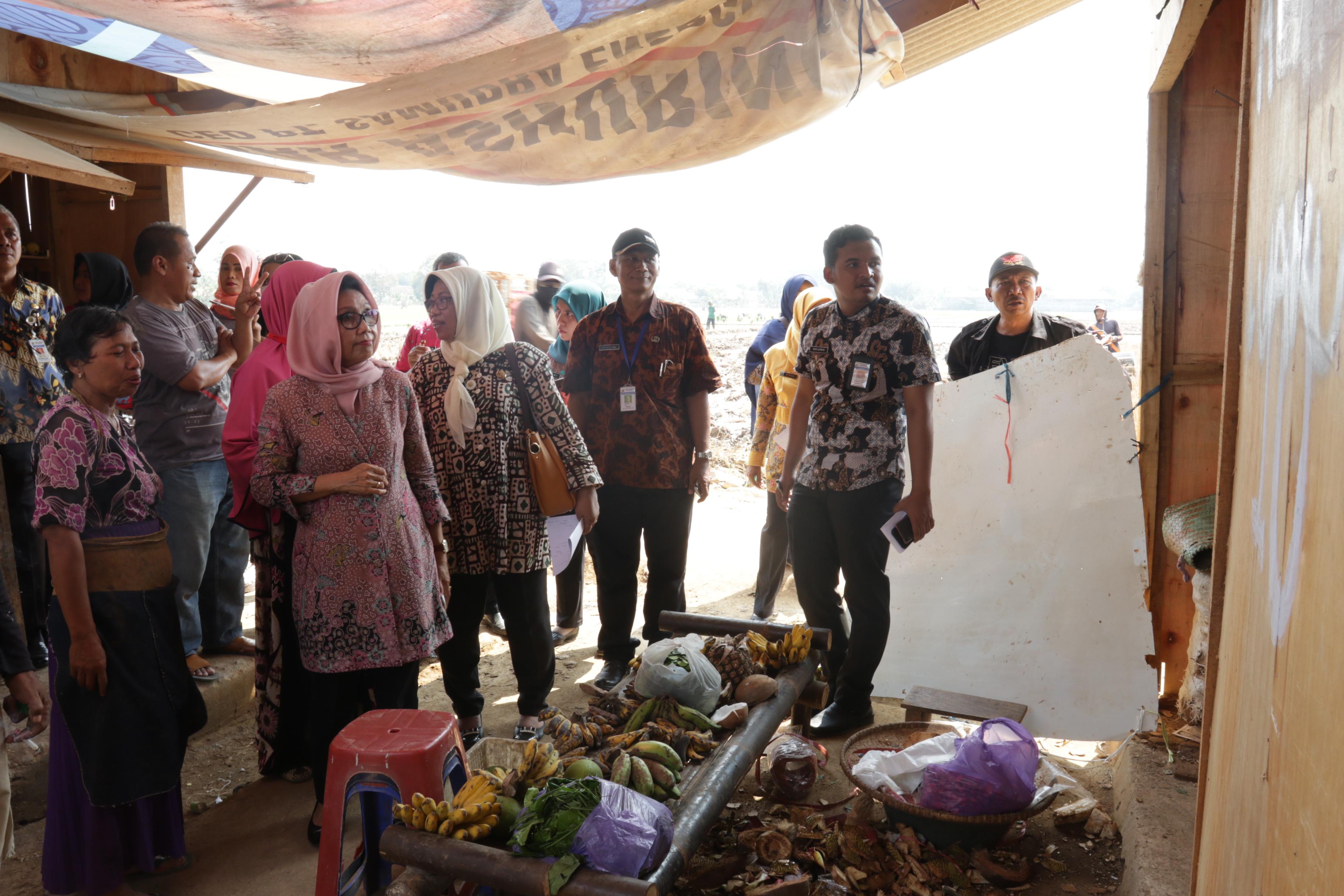 Piye Kiye, Pedagang di Pasar Darurat Mengeluh Sepi Omset