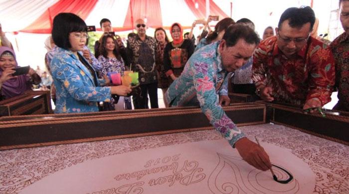 Launching Sarung Batik