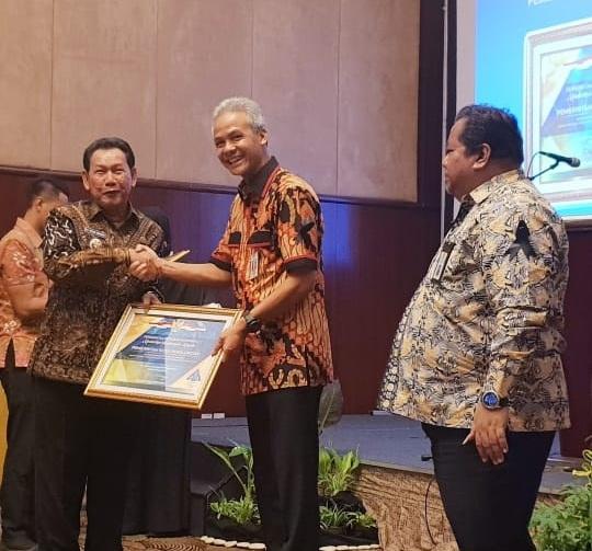 Raih WTP, Terima Piagam Penghargaan dari Menteri Keuangan
