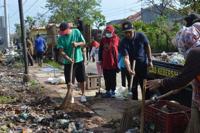 Kurangi Volume Sampah Pasca Banjir, DLH Kerja Bakti Bersama