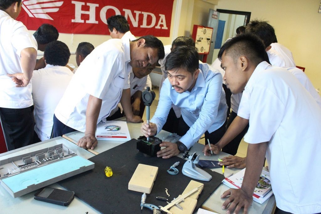 Astra Lakukan Sertifikasi Kompetensi 62 Guru SMK