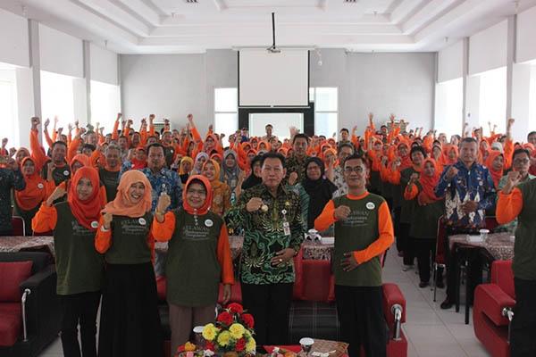 4 - Tuntaskan Buta Aksara, 116 Guru Relawan Diterjunkan