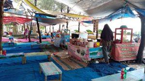 Pedagang OW Pantai Pasir Kencana Mulai Tinggalkan Kios