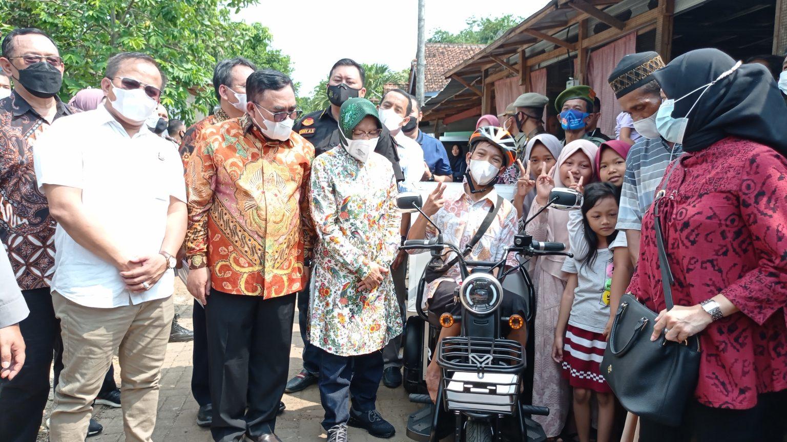 Gading, Disabilitas yang Berjualan di Alun-alun Kajen ...